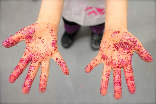 HANDMAKERY Glitter Hands