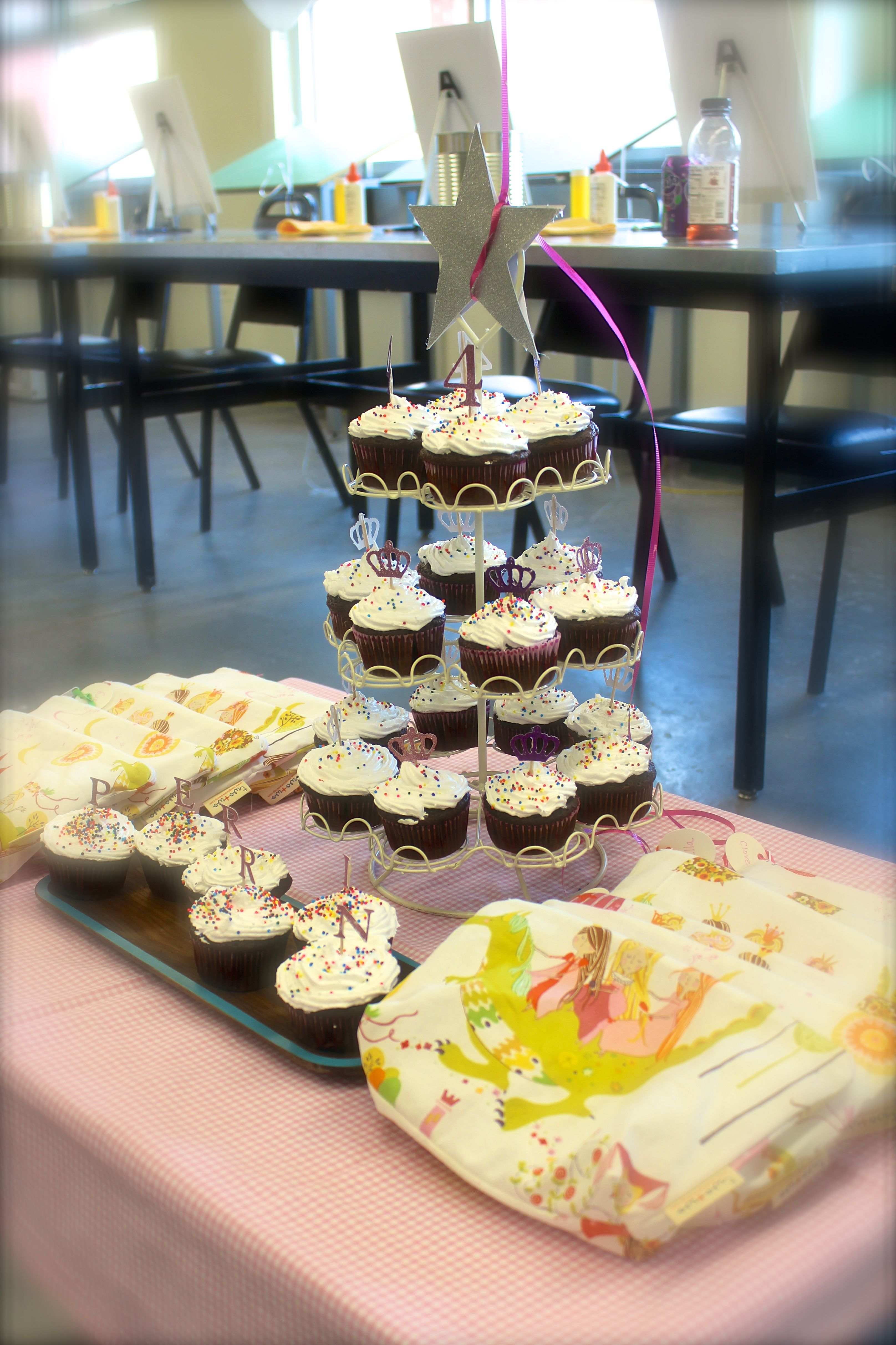 HANDMAKERY cupcakes